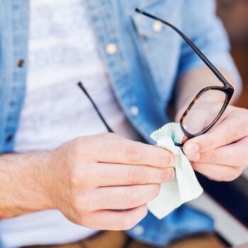 Svarīgi īpaši tagad – neaizmirsti dezinficēt arī savas brilles